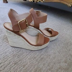 Steve Madden tan wedges with gold finish buckles